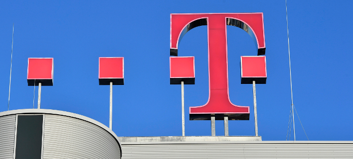 To σήμα της Deutsche Telekom στα γραφεία της εταιρείας στη Βόννη/Φωτογραφία: ΑΡ