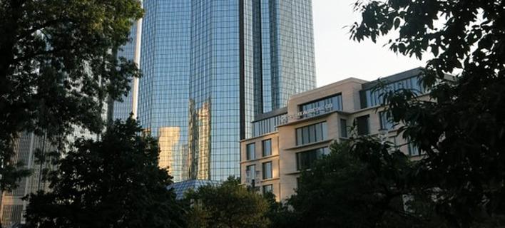 Συναγερμός στην ΕΕ για την κατάρρευση της Deutsche Bank - «Βουτιά» -7,5%