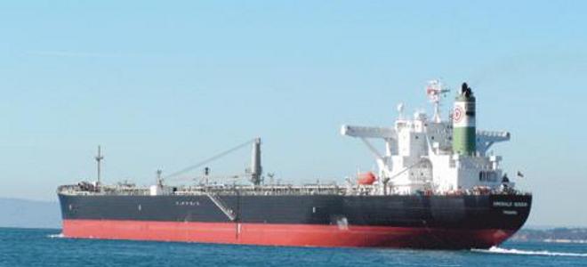 Δεξαμενόπλοιο προσάραξε έξω από τη Θεσσαλονίκη
