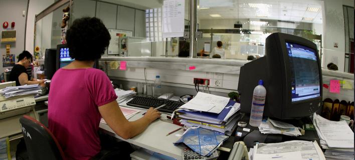 Στοιχεία- σοκ από τον ΟΟΣΑ: Θα συνεχιστεί η «αιμορραγία» των μισθών