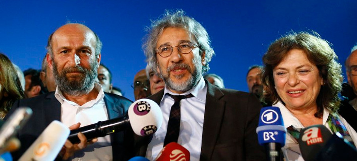Μετά τις σφαίρες, η καταδικαστική απόφαση για τους δημοσιογράφους της Cumhuriyet