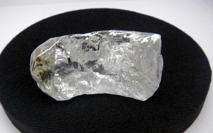 «Δεν συνηθίζουμε να εκτιμούμε διαμάντια 400 καρατίων αλλά η αξία του  προσδιορίζεται περίπου στα 13 εκατομμύρια δολάρια» δήλωσε ο Μάιλς Κένεντι  επικεφαλής ... 42b1fb37d2f