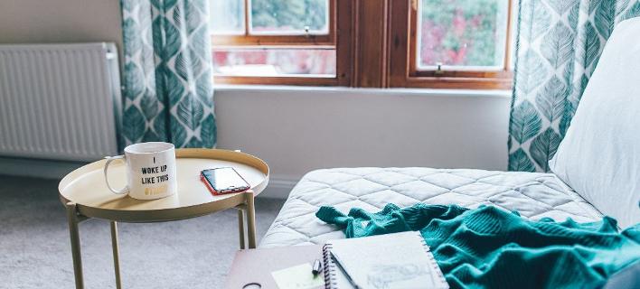Δημιουργήστε ζεστή ατμόσφαιρα στο σπίτι/ Φωτογραφία: Unsplash/ Toa Heftiba
