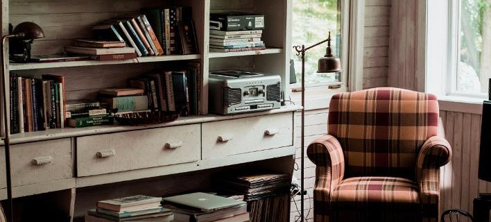 Αποψη ενός vintage καθιστικού/ Φωτογραφία: Unsplash