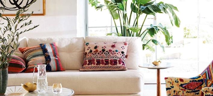 Σε ένα design καθιστικό/ Φωτογραφία: Anthropologie