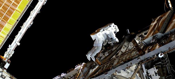 Αστροναύτης «περπατά» στο διάστημα / Φωτογραφία: Facebook/ESA