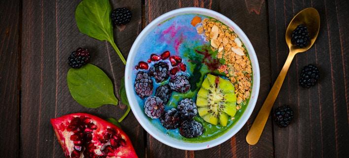 Μπωλ με φρούτα και δημητριακά /Φωτογραφία: Unsplash/Kimber Pine