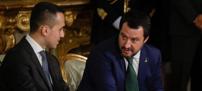 Οι αντιπρόεδροι της ιταλικής κυβέρνησης λαϊκιστών, Ντι Μάιο και Σαλβίνι (Φωτογραφία: ΑΡ/Gregorio Borgia)