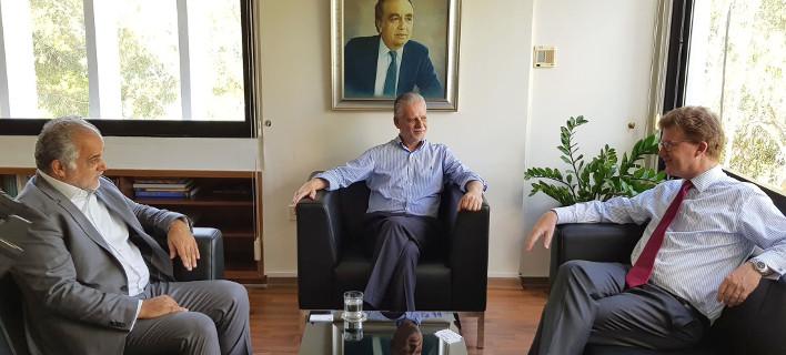 Ο Βρετανός Ύπατος Αρμοστής συναντήθηκε με τον Πρόεδρο της ΕΔΕΚ Μαρίνο Σιζόπουλο/ Φωτογραφία Twitter