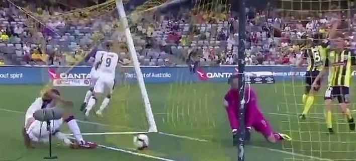 Εγινε και αυτό: Διακόπηκε ματς επειδή γκρεμίστηκε το δοκάρι [βίντεο]