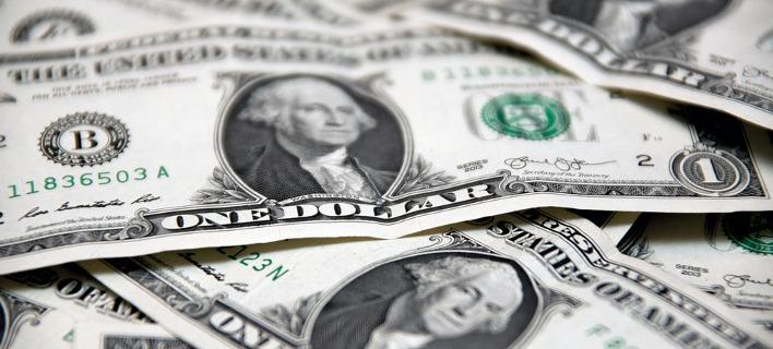 Ανακάμπτει το δολάριο λόγω φορολογικής μεταρρύθμισης στις ΗΠΑ - «Καλπάζει» το bitcoin