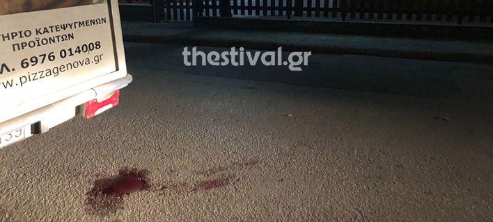 Η κηλίδα αίματος που βρέθηκε στο σημείο του φονικού / Φωτογραφία: thestival