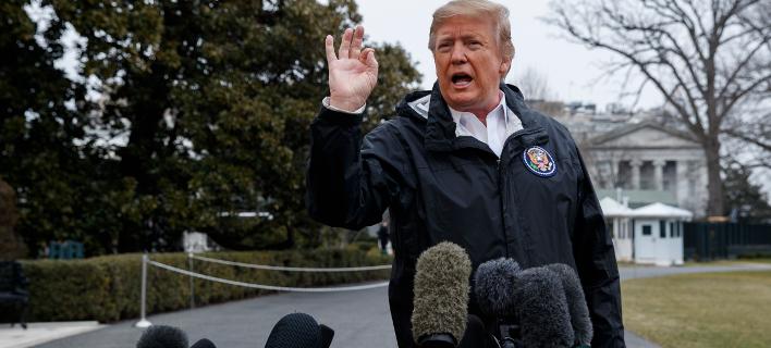 Ο Ντόναλντ Τραμπ μιλά σε δημοσιογράφους (Φωτογραφία: AP Photo/ Evan Vucci)