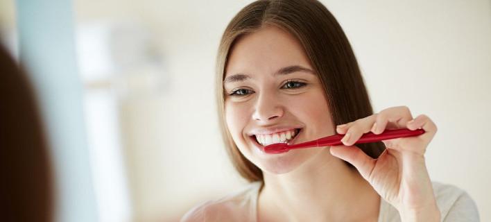 Υπάρχει ένα σημείο που σίγουρα ξεχνάς όταν βουρτσίζεις τα δόντια σου