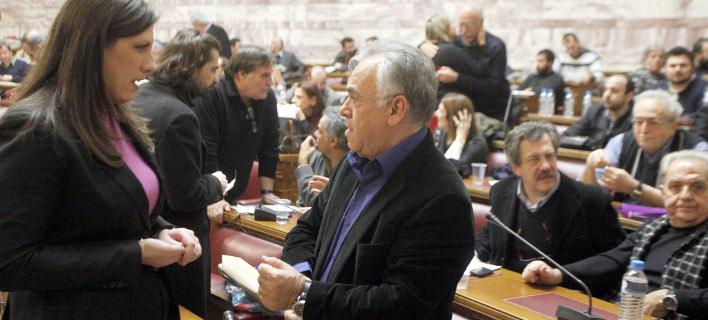 Πυρ ομαδόν από τον ΣΥΡΙΖΑ στην κυβέρνηση για τον... έντιμο συμβιβασμό