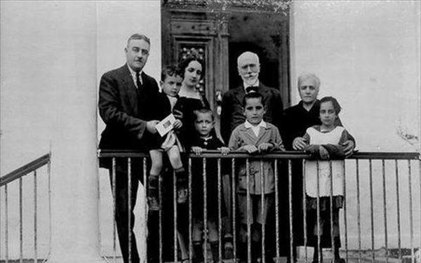 Ο Μητσοτάκης πόσταρε φωτογραφία του με τον Ελευθέριο Βενιζέλο πριν από 86 χρόνια...