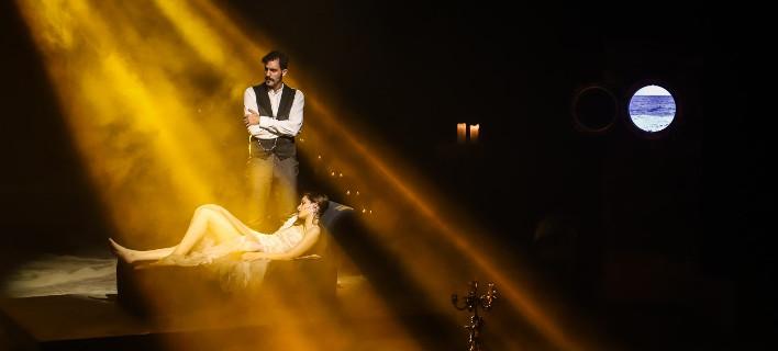 H Φρόσω Λύτρα ετοίμασε μία παράσταση-εμπειρία με ήρωα τον κόμη Δράκουλα [εικόνες]