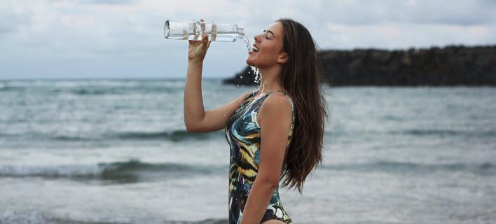 Τι θα σου συμβεί εάν πίνεις 4 λίτρα νερό την ημέρα -6 καταστάσεις που θα ζήσεις