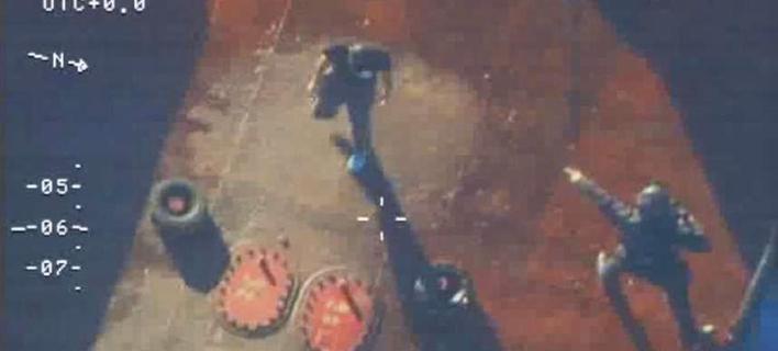 Καρέ καρέ το ρεσάλτο από τους βατραχανθρώπους στο ναρκωπλοίο στην Κρήτη [εικόνες & βίντεο]