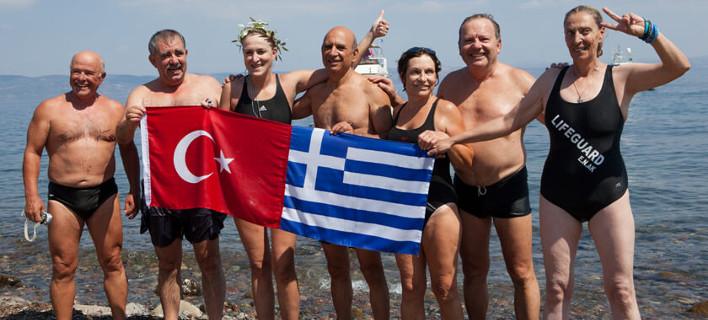 Τουρκάλα κολύμπησε από την Τουρκία στη Λέσβο για την φιλία των δύο λαών