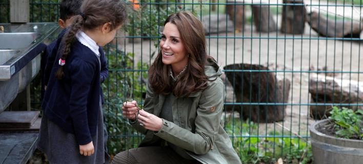 Η Κέιτ Μίντλετον επισκέφθηκε έναν κήπο άγριας ζωής. Φωτογραφία: AP