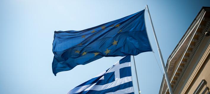 Οι σημαίες της Ελλάδας και της ΕΕ/Φωτογραφία: Eurokinissi