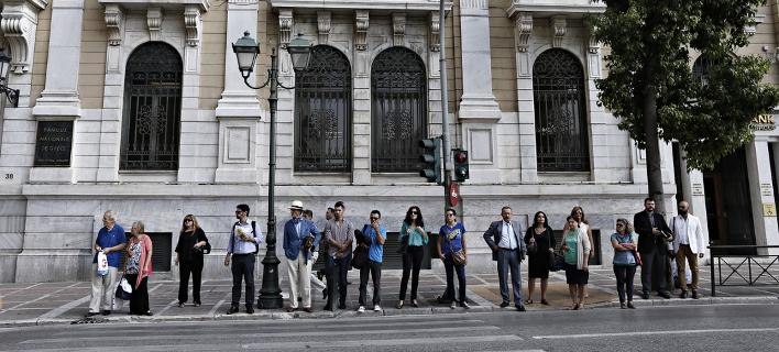 Κόσμος στο κέντρο της Αθήνας / Φωτογραφία: Alexandros Michailidis / SOOC