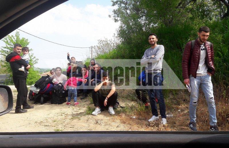Μια ομάδα 15 μεταναστών μόλις έχει περάσει το ποτάμι του Έβρου και έφθασε στο χωριό Πύθιο.