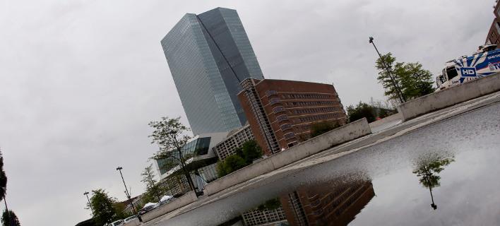 Το κτίριο της Ευρωπαϊκής Κεντρικής Τράπεζας στη Φρανκφούρτη/Φωτογραφία: ΑΡ
