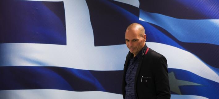 Ο Economist απασφαλίζει: Ο Βαρουφάκης δεν θέλει να κρατήσει την Ελλάδα στο ευρώ