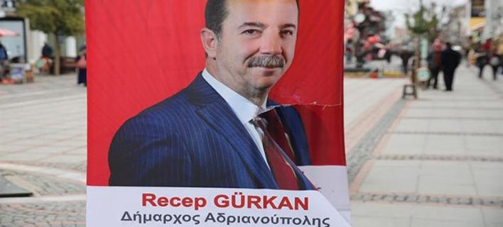 O Ρετζέπ Γκιουρκάν υπέγραφε ως «δήμαρχος Αδριανούπολης» στις ελληνικές αφίσες (Φωτογραφία: Hurriyetdailynews)