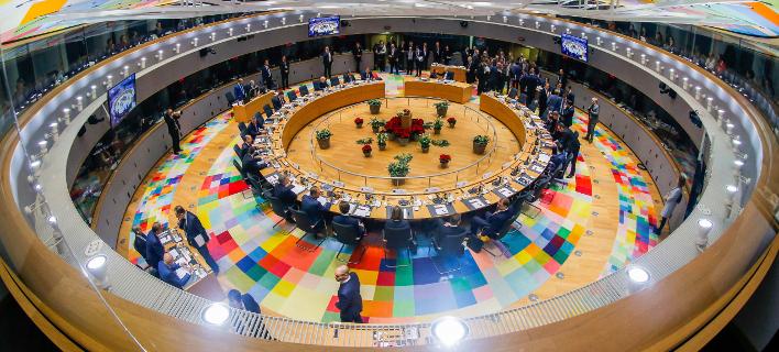 Μακρόν και Μέρκελ «πέρασαν» τον ενιαίο προϋπολογισμό για την ευρωζώνη (Φωτογραφία: Stephanie Lecocq, Pool Photo via AP)