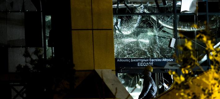 Αυτόπτης μάρτυρας της έκρηξης στο Εφετείο: Ο καπνός φαινόταν από μακριά, όλοι είχαμε βγει στα μπαλκόνια