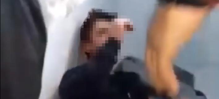 Η στιγμή που ο 19χρονος δέχεται επίθεση στις φυλακές Αυλώνα
