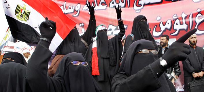 Tο νομοσχέδιο προβλέπει πρόστιμο για όσους θα αψηφούν την απαγόρευση (Φωτογραφία αρχείου: AP/Amr Nabil)