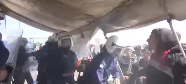 Μυρίζει «μπαρούτι» στους καταυλισμούς προσφύγων: Πετροπόλεμος στην Ειδομένη, μαχαιρώματα στη Χίο [βίντεο]