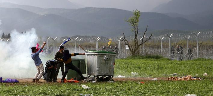 Η αστυνομία αναζητά τους αλληλέγγυους για το χάος στην Ειδομένη -Ποιοι υποκινούν τους πρόσφυγες