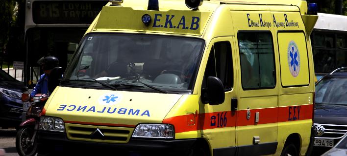 Σε νοσοκομείο της Αθήνας μεταφέρθηκε ο νεαρός που βρέθηκε στις γραμμές του ΟΣΕ με εγκαύματα στο 90% του σώματός του