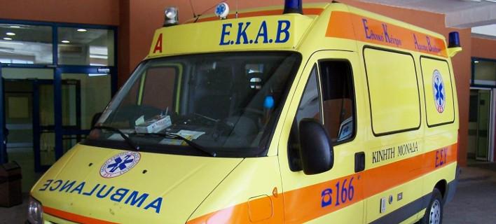 Δεν δίνουν βενζίνη στα ασθενοφόρα του ΕΚΑΒ γιατί οι πρατηριούχοι ζητούν μετρητά