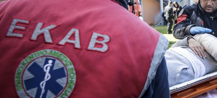Διασώστης του ΕΚΑΒ εν ώρα εργασίας/ Φωτογραφία: Eurokinissi