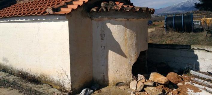 Ελασσόνα: Ιερόσυλοι γκρέμισαν τμήμα ναού για να βρουν χρυσές λίρες! [εικόνες]