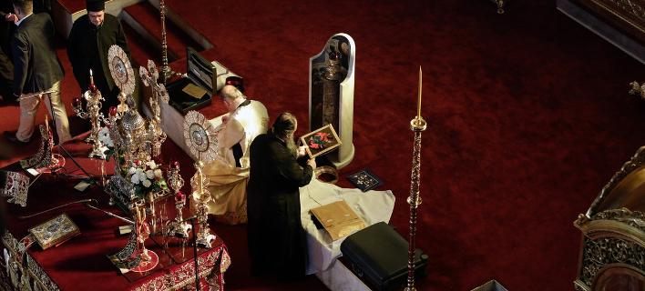 Λειτουργία στην Εκκλησία / Φωτογραφία: Konstantinos Tsakalidis / SOOC