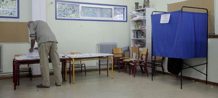 Προβάδισμα της ΝΔ έναντι του ΣΥΡΙΖΑ δείχνει νέα δημοσκόπηση (Φωτογραφία: EUROKINISSI/ ΧΡΗΣΤΟΣ ΜΠΟΝΗΣ)
