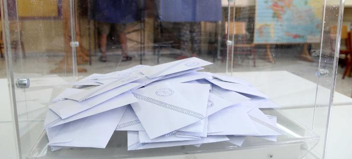 Νέα δημοσκόπηση: Προβάδισμα 13,1 μονάδων της ΝΔ έναντι του ΣΥΡΙΖΑ