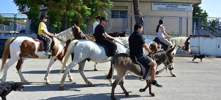 Με γαϊδούρια και άλογα πήγαν στο Ναύπλιο να ψηφίσουν! (Εικόνες)