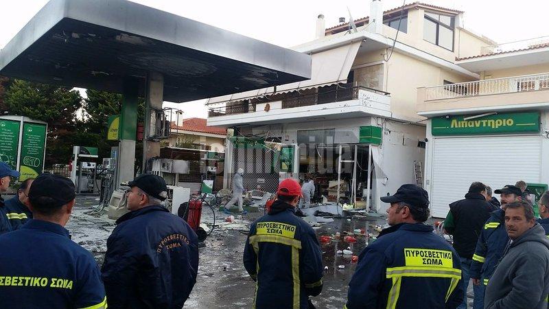 Αποτέλεσμα εικόνας για Εκρηξη σε βενζινάδικο στην Ανάβυσσο Για βόμβα μιλά ο ιδιοκτήτης