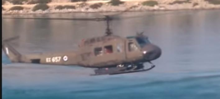 Το ελικόπτερο της Πολεμικής Αεροπορίας που μετέφερε τον Πάνο Καμμένο στη Σύμη