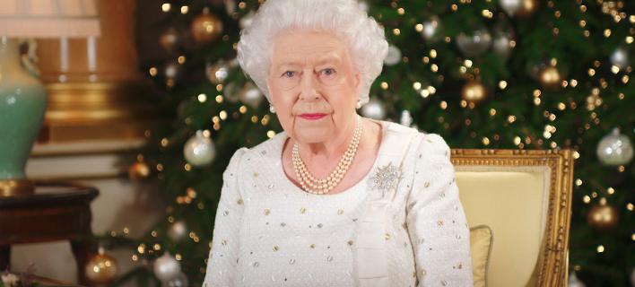 Φωτογραφία: AP/ Για τις τρομοκρατικές επιθέσεις στη Βρετανία και τον... σύζυγό της μίλησε η Βασίλισσα Ελισάβετ στο χριστουγεννιάτικο μήνυμά της