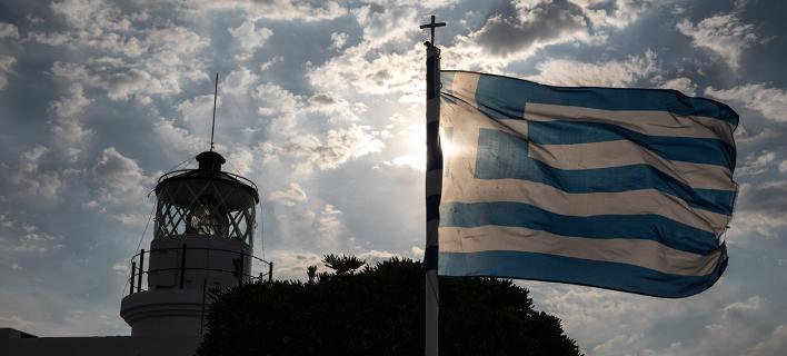 WSJ: Η Ελλάδα παραμένει εγκλωβισμένη σε φοροδιαφυγή, παραοικονομία, γραφειοκρατία