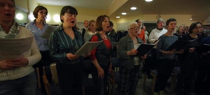 Το BBC στην ελληνογερμανική χορωδία του Βερολίνου: Τραγουδούν λαϊκά & μετά Μπετόβεν [εικόνες]